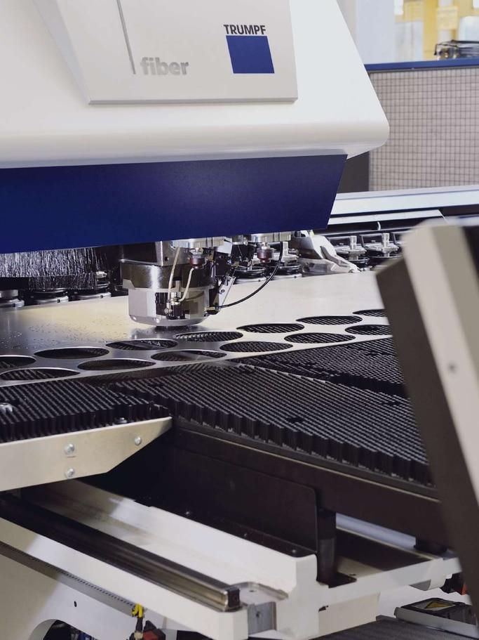 Flexible Blechbearbeitung mit modernster Stanztechnik