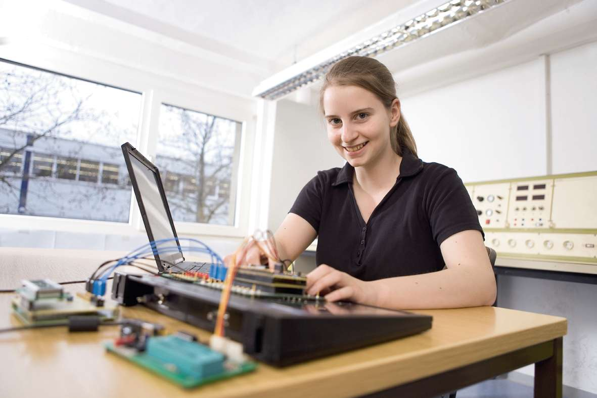 Apprentice electronics technician – devices and systems